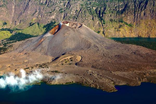 Ilustrasi-Gunung Rinjani - Indonesia Travel