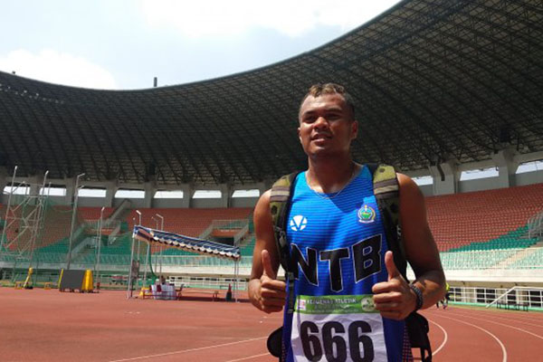 Sprinter nasional Abdul Hamd Abdullah Iswandi seusai bertarung di nomor lari 100 meter di Kejurnas Atletik di Stadion Pakansari, Cibinong, Jawa Barat, pada Kamis (1/8/2019). - Antara/Asep Firmansyah
