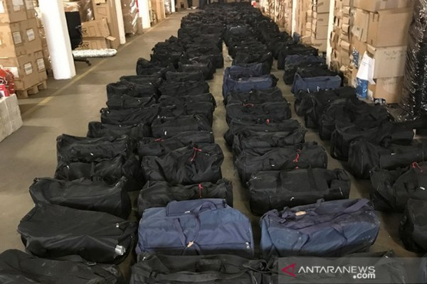 Foto tanpa tanggal yang tersedia pada tanggal 2 Agustus 2019, menunjukkan pengiriman kokain terbesar yang disita aparat keamanan Jerman sebesar 4,5 ton dikemas dalam 211 tas olahraga dalam perjalanan dari Montevideo di Uruguay melalui Hamburg ke Antwerpen, Belgia. - Reuters