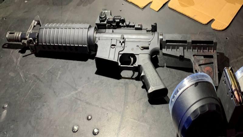 Senjata yang digunakan oleh tersangka penembakan massal almarhum Connor Betts dari Bellbrook, Ohio muncul dalam gambar yang dirilis oleh polisi di Dayton, Ohio, AS 4 Agustus 2019. - Kepolisian Dayton via Reuters
