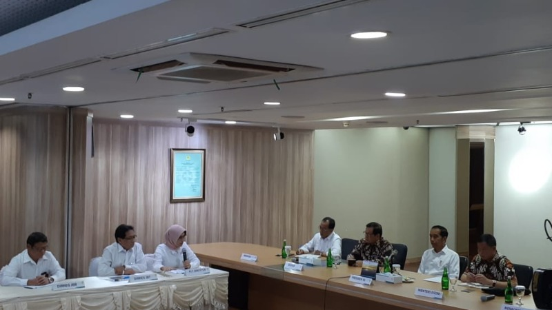 Presiden Joko Widodo (kedua kanan) saat melakukan kunjungan ke kantor pusat PT PLN (persero), Senin (5/8/2019). Kedatangannya untuk meminta penjelasan pascapemadaman listrik massal di sebagian Pulau Jawa pada Minggu (4/8). - Bisnis/Amanda Kusumawardhani