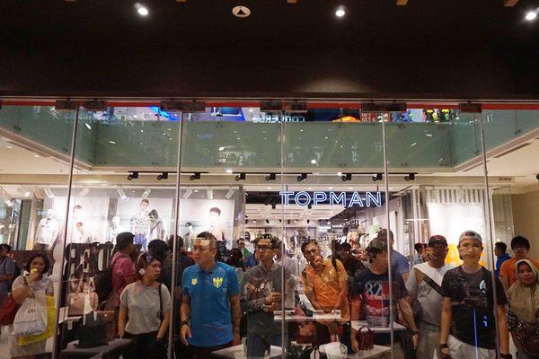 Midnight Sale di pusat perbelanjaan - Antara/Teresia May