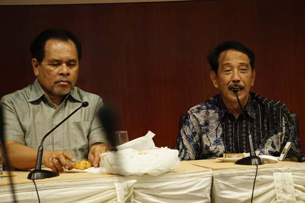 Dubes) RI untuk Tiongkok dan Mongolia, Djauhari Oratmangun (kiri) dan Kepala BP Batam Edy Putra Irawadi saat berada di gedung Marketing BP Batam pada Selasa (6/8) - Bisnis/Bobi Bani.