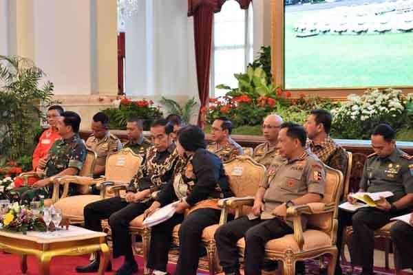 Presiden Joko Widodo ditemani Menteri Lingkungan Hidup dan Kehutanan Siti Nurbaya Bakar, Kapolri Tito Karnavian, dan Panglima TNI Hadi Tjahjanto dalam Rakornas Pengendalian Kebakaran Hutan dan Lahan (Karhutla) yang digelar Selasa (6/8/2019). - Istimewa