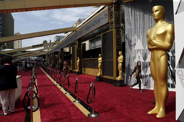 Piala Oscar - Reuters