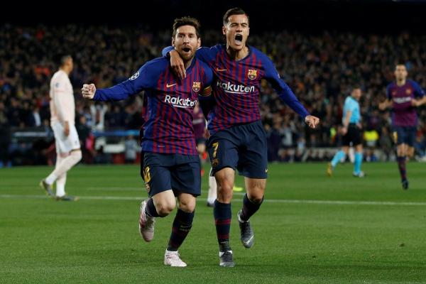 Lionel Messi dan Philippe Coutinho merayakan gol saat pertandingan Barcelona vs Manchester United di Liga Champions Eropa, Rabu (17/4/2019) - Reuters/Carl Recine