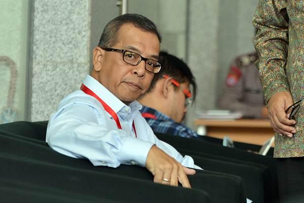 Mantan Direktur Utama PT Garuda Indonesia Emirsyah Satar berada di ruang tunggu sebelum menjalani pemeriksaan di gedung KPK Jakarta, Kamis (11/1/2018). - ANTARA/Wahyu Putro A