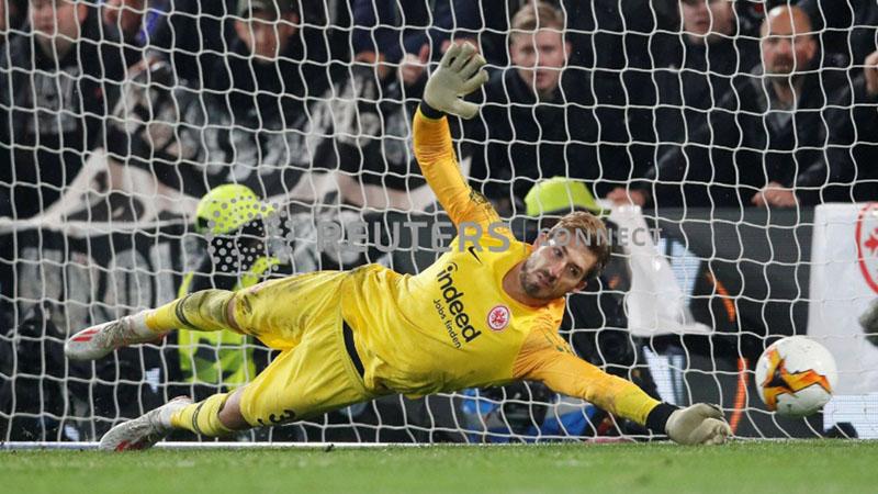 Penjaga gawang Eintracht Frankfurt Kevin Trapp - Reuters/David Klein