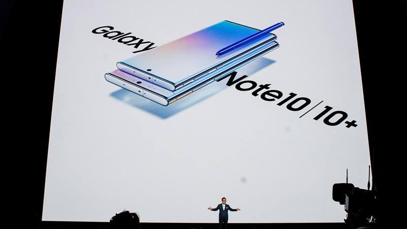 Presiden dan CEO Samsung Electronics Dong Jin Koh berbicara selama acara peluncuran Galaxy Note 10 di Barclays Center di Brooklyn, New York, AS, 7 Agustus 2019. - Reuters