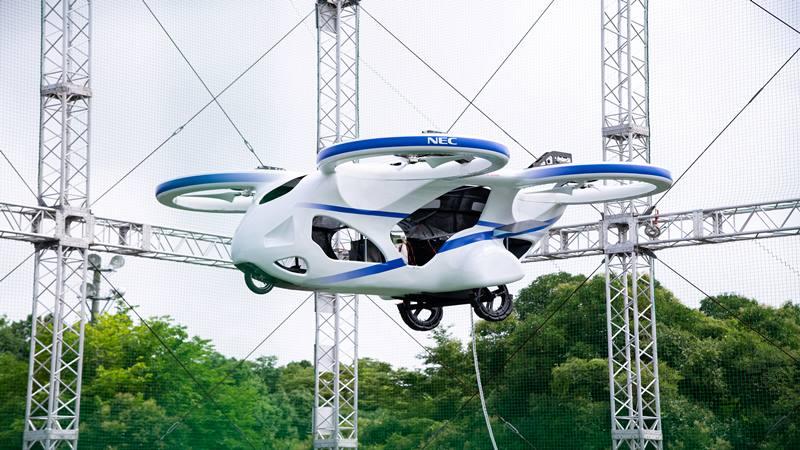 Perusahaan elektronik Jepang NEC Corporation mendemonstrasikan prototipe mobil terbang listrik di Abiko, Prefektur Chiba, Jepang, dalam foto selebaran tanpa tanggal yang dirilis oleh NEC Corporation dan diperoleh oleh Reuters pada 7 Agustus 2019. - Reuters