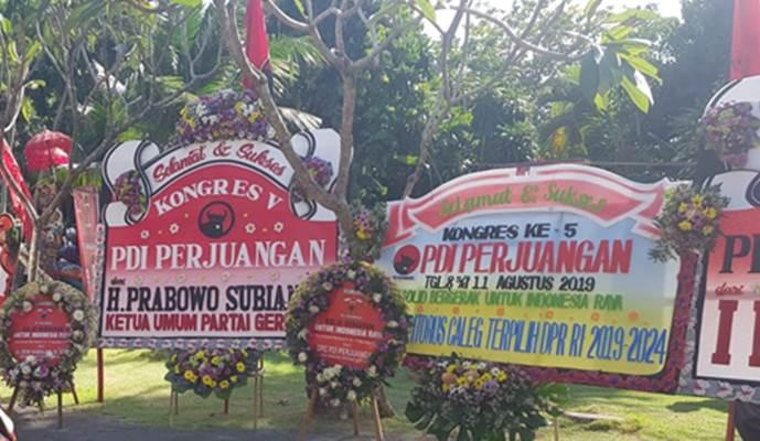 Karangan bunga dari Ketua Umum Partai Gerindra Prabowo Subianto di lokasi Kongres Nasional V PDIP, Bali, Kamis (8/8/2019). - Bisnis/Lalu Rahadian