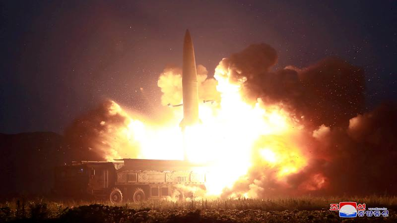 Sebuah rudal diluncurkan selama pengujian di lokasi tak dikenal di Korea Utara, dalam gambar tak bertanggal ini yang disediakan oleh KCNA pada 7 Agustus 2019. - Reuters