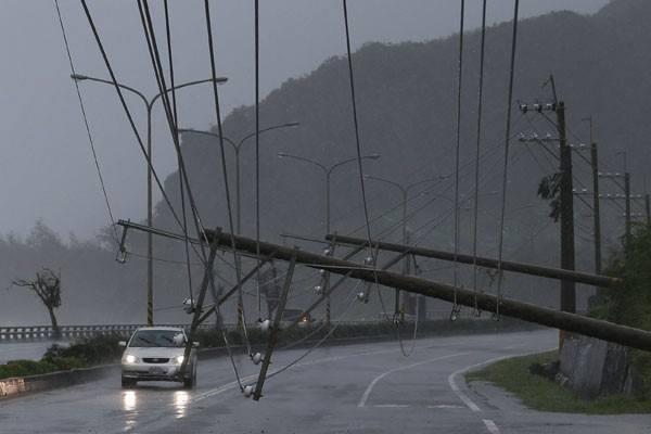 Topan Meranti melanda Kaohsiung, Taiwan, Rabu (14/9/2016). - Reuters