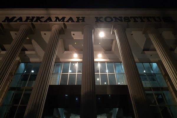 Gedung Mahkamah Konstitusi RI di Jakarta pada malam hari. -Bisnis.com - Samdysara Saragih