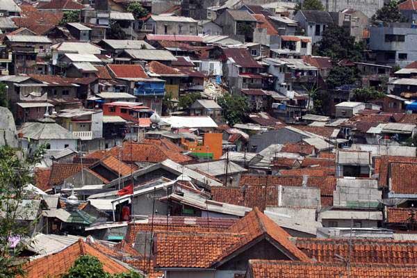 Permukiman padat penduduk di kawasan Kota Bogor, Jawa Barat, Kamis (3/1/2019). - ANTARA/Yulius Satria Wijaya