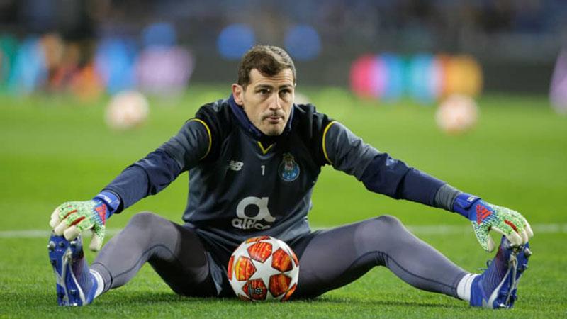 Penjaga gawang Porto Iker Casillas Porto - Reuters