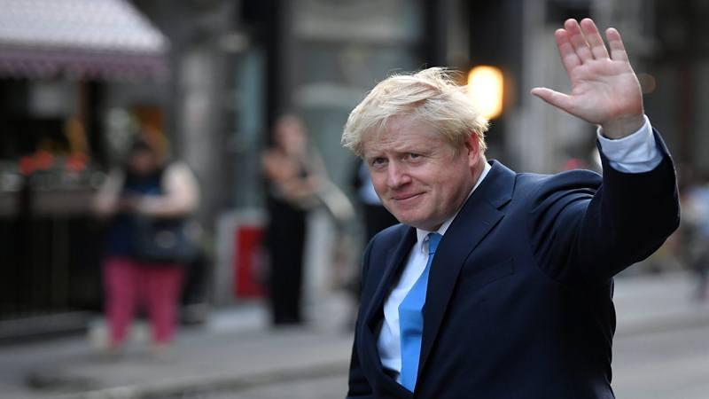 Boris Johnson, pemimpin Partai Konservatif Inggris, meninggalkan suatu resepsi pribadi di London 23 Juli 2019. - Reuters