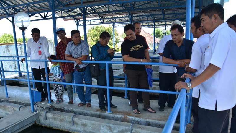 Suasana peninjauan bersama pelanggan PDAM Kota Denpasar ke sentra pengolahan air di Instalasi Pengolahaan Air (IPA) Belusung, Denpasar, Rabu (23/5/2018). - Bisnis/Ema Sukarelawanto
