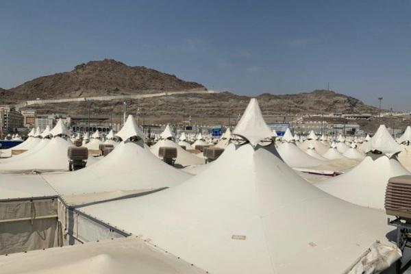Tenda-tenda di Mina yang mulai disiapkan untuk mabit jemaah - Antara/Hanni Sofia