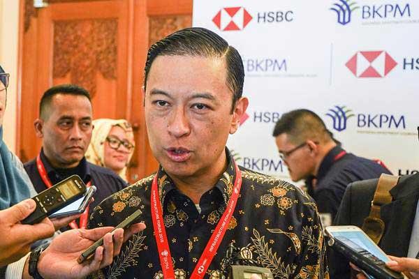 Kepala BKPM Thomas Lembong (tengah) menjawab pertanyaan awak media usai mengikuti BKPM - HSBC Infrastructure Forum di Nusa Dua, Bali, Kamis (11/10/2018). - ANTARA/Jefri Tarigan