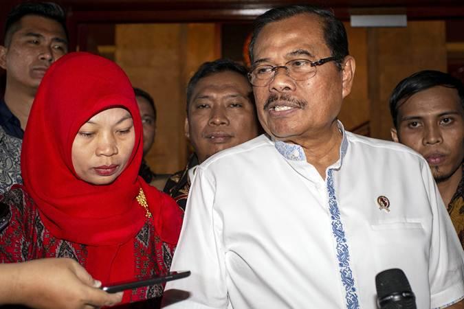 Jaksa Agung HM Prasetyo (kanan) - ANTARA/Dhemas Reviyanto