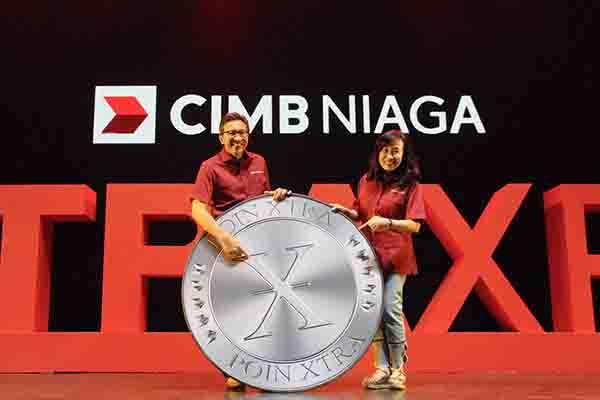 Presiden Direktur CIMB Niaga Tigor M. Siahaan (kiri) berpose bersama Direktur Consumer Banking CIMB Niaga Lani Darmawan (kanan) di sela pembukaan pameran perbankan ritel CIMB Niaga XTRA XPO di ICE BSD, Tangerang Selatan, Sabtu (16/2 - 2019). - Bank CIMB Niaga