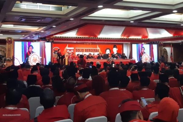 Ketua Umum PDI Megawati Soekarnoputri dan Pengurus DPP PDIP Periode 2019-2024 tutup Kongres Nasional V PDIP di Sanur, Bali, Sabtu (10/8/2019) - Bisnis/Lalu Rahadian