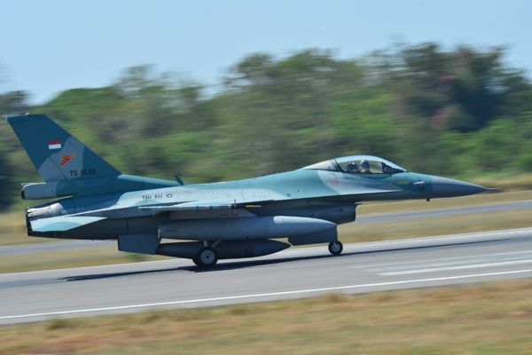 Pesawat F-16 Fighting Falcon dari Skadron Udara 3 Lanud Iswahjudi persiapan lepas landas melaksanakan misi bantuan tembakan ke Situbondo, Kamis (8/8/2019)./(Istimewa - Lanud Iswahjudi)