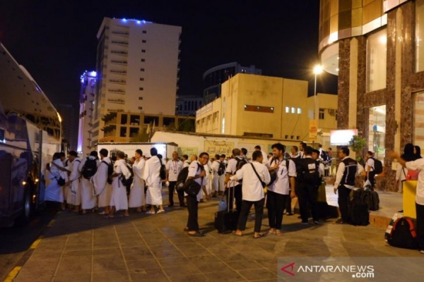 Para petugas haji mulai diberangkatkan Kamis malam (7/8) untuk menyambut dan melayani jamaah haji yang tiba mulai Jumat pagi (8/8/2019) di Arafah - Antara/Hanni Sofia