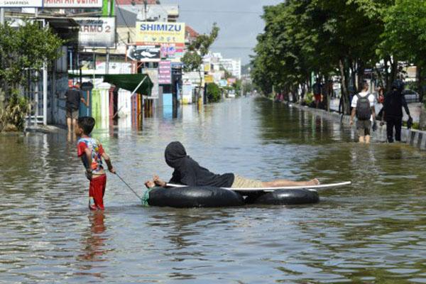 Banjir menerjang Samarinda, Kalimantan Timur. Gambar diambil pada Rabu (12/6/2019). - Antara/Kirana Larasati