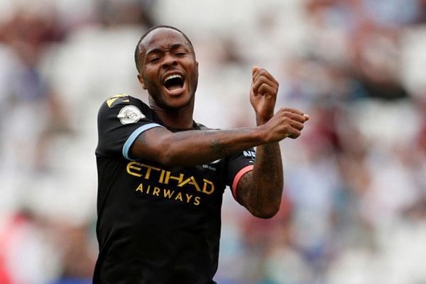 Penyerang Manchester City Raheem Sterling selepas mencetak hattrick ke gawang West Ham. - Reuters/John Sibley