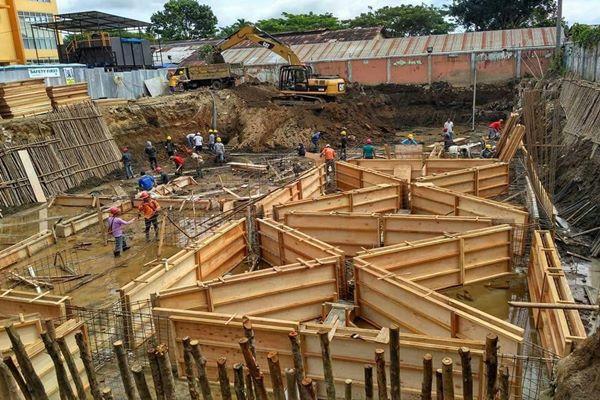 Konstruksi sarang laba-laba yang menjadi fondasi sebuah proyek gedung. - Bisnis