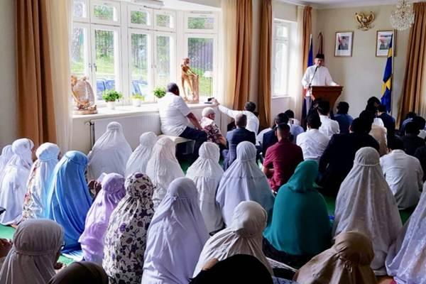 Ilustrasi-Warga Indonesia di Stockholm saat melaksanakan Shalat Idul Fitri 1440 Hijriah di Wisma Duta RI di kawasan Lidingo, Stockholm, Swedia. - Antara