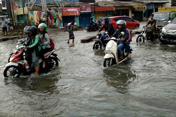 Banjir rob di Kaligawe Semarang, Jawa Tengah, pada Rabu (23/5/2018). - Bisnis.com/Alif Nazzala Rizqi