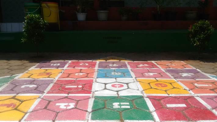 Panggung Mini Literasi di SDN 2 Kalilumpang, Kendal, Jatim - Bisnis/Nurbaiti