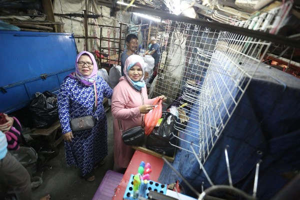 PKL Cicadas membongkar lapaknya sendiri - Bisnis/Dea Andriyawan