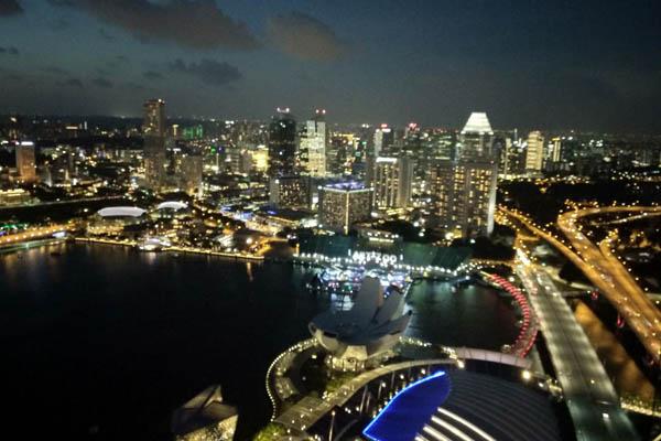 Pemandangan sunset dari restoran dan bar Lavo Singapore di puncak Marina Bay Sands. Bisnis - Ropesta Sitorus