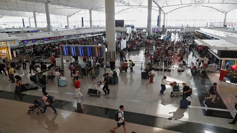 Bandara Hong Kong dibuka sehari setelah penerbangan dihentikan karena protes, di Bandara Internasional Hong Kong, Cina 13 Agustus 2019. - Reuters