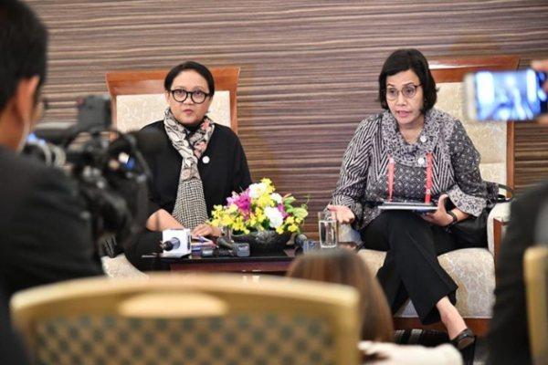 Menlu Retno Marsudi (kiri) dan Menkeu Sri Mulyani Indrawati. - IG Retno Marsudi
