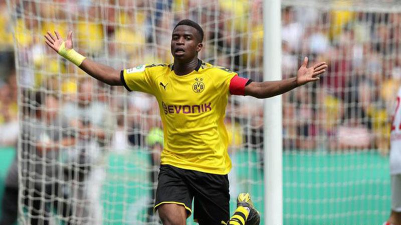 Youssoufa Moukoko setelah menjebol gawang Wuppertaler. - DW