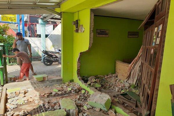 Kondisi rumah milik Ketua RW VII, Kelurahan Taman, yang roboh tertabrak mobil Honda BRV, Selasa (13/8/2019). - JIBI/Abdul Jalil