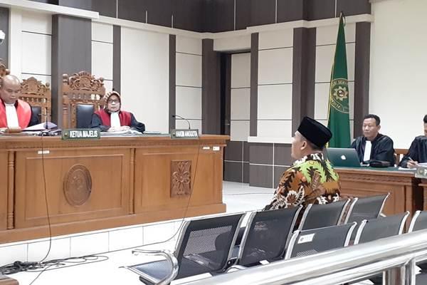 Bupati nonaktif Kabupaten Jepara Ahmad Marzuki saat menjalani sidang di Pengadilan Tipikor Semarang. - Bisnis/Alif Nazzala Rizqi
