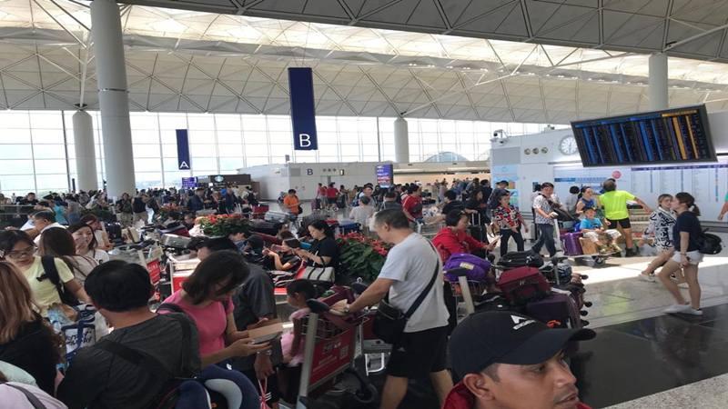 Suasana Bandara Hong Kong, Selasa (13/8/2019), setelah kemarin diduduki demonstran dan ditutup untuk penerbangan. Hari ini bandara itu kembali dibuka untuk