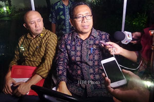 Mensesneg Pratikno (kanan. - JIBI/Akhirul Anwar