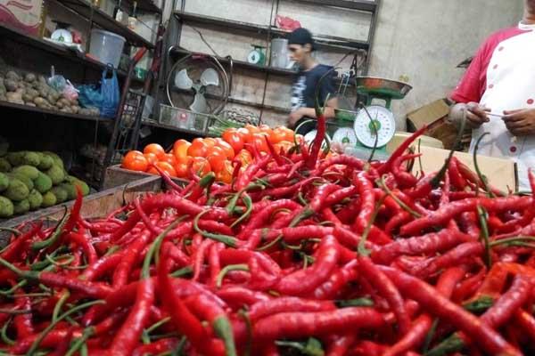 Cabai Merah di salah satu pasar di Batam, komoditas cabai menjadi salah satu penyumbang inflasi di Batam - Bisnis/Bobi Bani