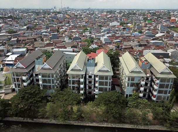 Rumah susun terlihat di kawasan Mariso, Makassar, Sulawesi Selatan, Rabu (3/7/2019). - Bisnis/Paulus Tandi Bone