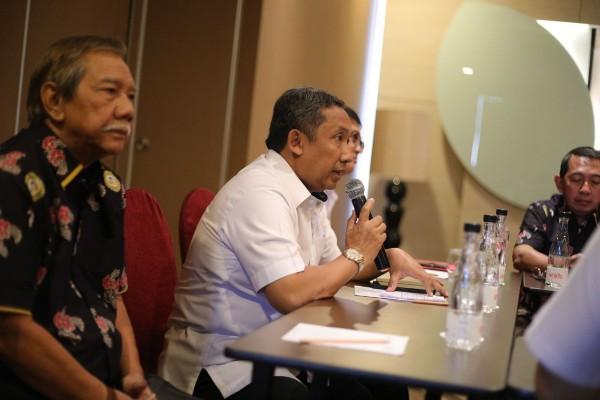 Yana Mulyana (kedua kiri) - Bisnis/Dea Andriyawan
