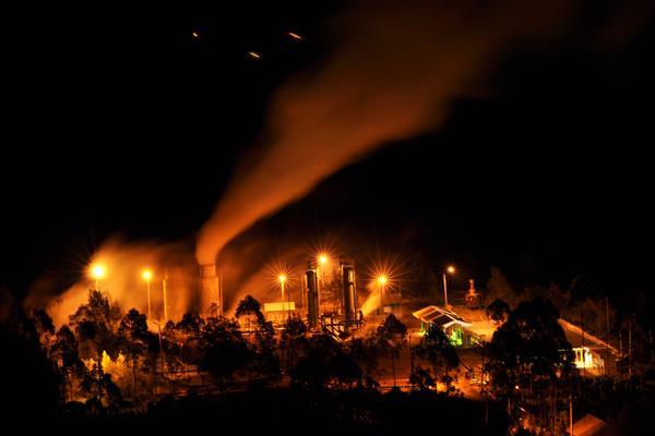 Instalasi sumur panas bumi (Geothermal) milik PT Geo Dipa Energi yang beroperasi di kawasan dataran tinggi Dieng, Kepakisan, Batur, Banjarnegara, Jawa Tengah, Selasa (2/8). - Antara