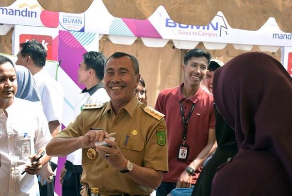Gubernur Riau Syamsuar - Antara