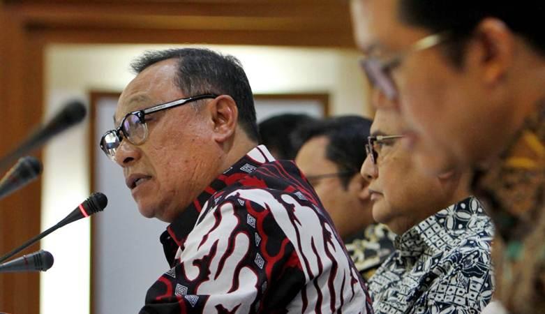 Direktur Utama PT Bank Tabungan Negara (Persero) Tbk. Maryono didampingi direksi lainnya memberikan penjelasan mengenai kinerja perseroan per 31 Maret 2019, di Jakarta, Selasa (23/4/2019). - Bisnis/Dedi Gunawan